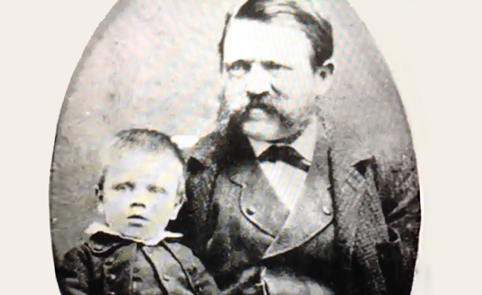 آدولف هیتلر و پدرش